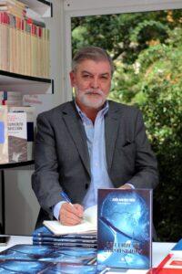 Nuestro compañero Jesus Martínez Frías ha estado firmando el libro «La clave de Birmingham» en la Feria del Libro de Madrid